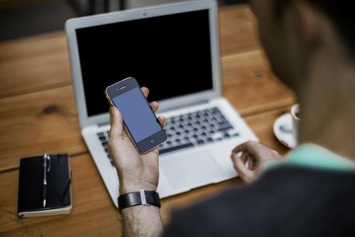 laptop en mobiele telefoon